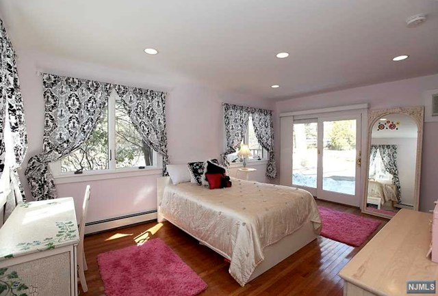 Additional photo for property listing at 217 Waiku Rd  Ridgewood, Nueva Jersey,07450 Estados Unidos