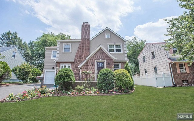 194 Pleasant Ave, Bergenfield, NJ 07621