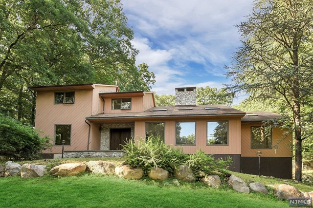 Maison unifamiliale pour l Vente à 724 Tall Oaks Ct Franklin Lakes, New Jersey,07417 États-Unis