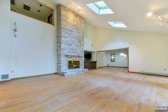 Additional photo for property listing at 724 Tall Oaks Ct  Franklin Lakes, New Jersey,07417 États-Unis
