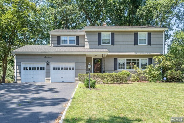 17 Glenair Ave, Waldwick, NJ 07463