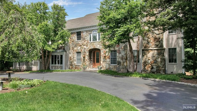 Single Family Home for Sale at 108 Fawnhill Rd Upper Saddle River, New Jersey,07458 United States