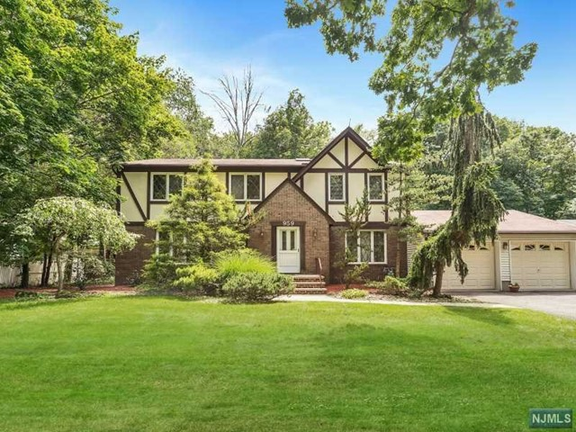 959 Cordes Ct, Oradell, NJ 07649