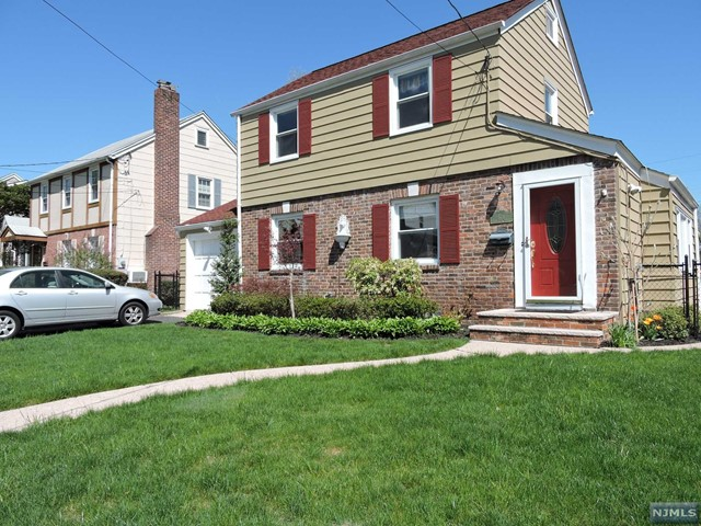 578 Clarendon Ct, River Edge, NJ 07661