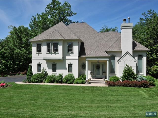 6 Village Dr, Mahwah, NJ 07430