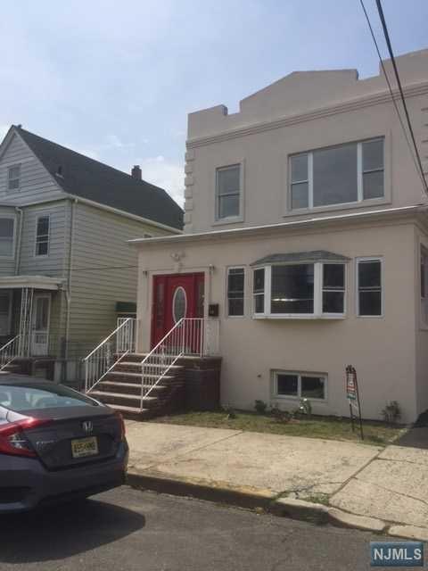 210 Washington Pl, Cliffside Park, NJ 07010