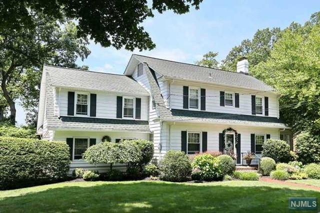 34 Berkeley Pl, Glen Rock, NJ 07452