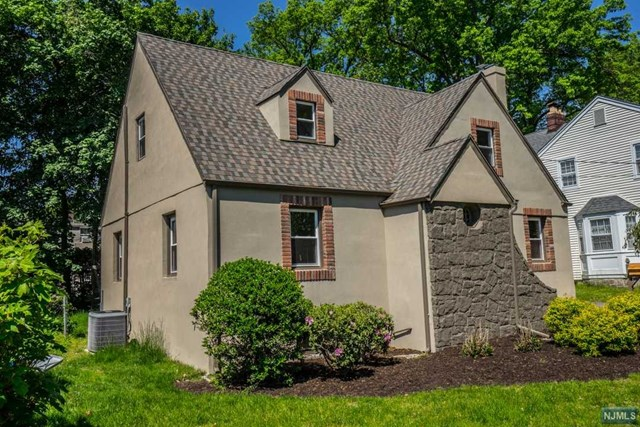 176 Forest Rd, Glen Rock, NJ 07452