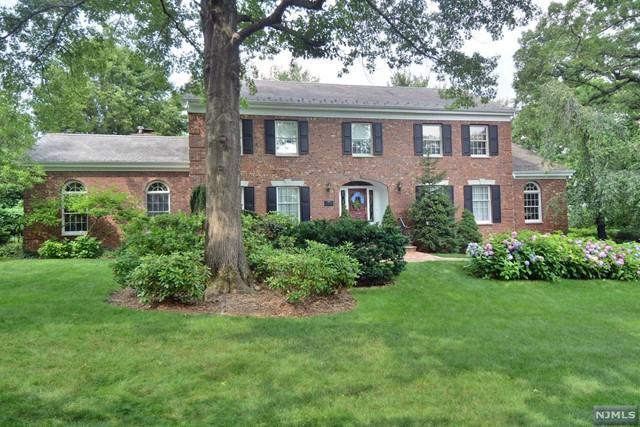397 Stonycroft Rd, Ridgewood, NJ 07450