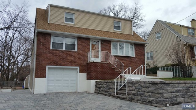 1013 Ponsi St, Fort Lee, NJ 07024