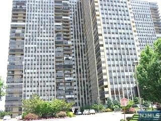 300 Winston Dr 2318, Cliffside Park, NJ 07010