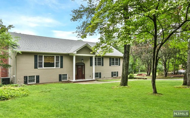 7 Valley View Dr, Ramsey, NJ 07446