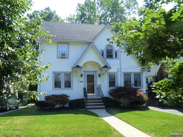 354 Demarest Ave, Oradell, NJ 07649