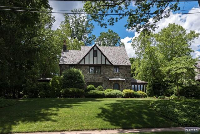 390 Highland Ave, Ridgewood, NJ 07450