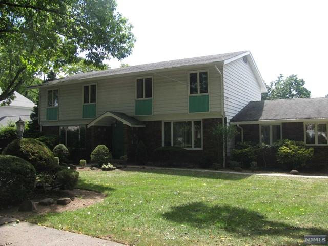110 Edgemont Pl, Teaneck, NJ 07666