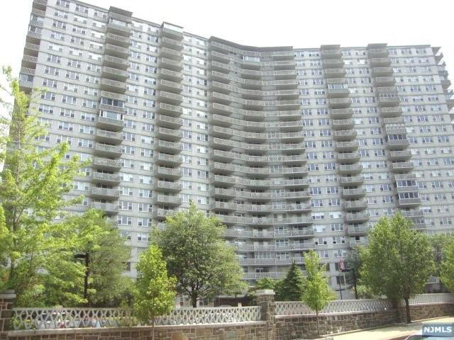 2000 Linwood Ave 15W, Fort Lee, NJ 07024