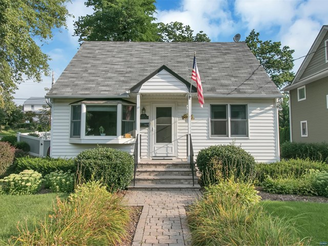 115 Catherine Ave, Mahwah, NJ 07430