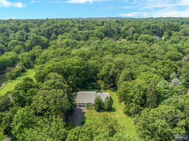 241 E Saddle River Rd, Saddle River, NJ 07458