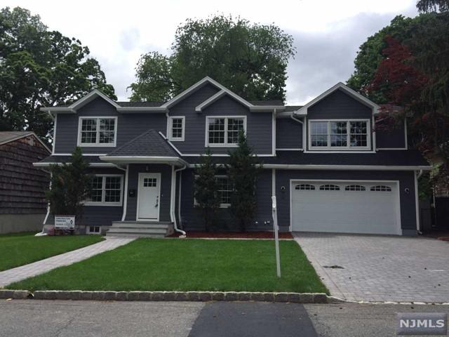 34 Homestead Pl, Bergenfield, NJ 07621