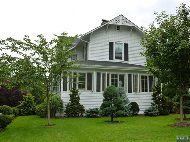 1010 E Ridgewood Ave, Ridgewood, NJ 07450