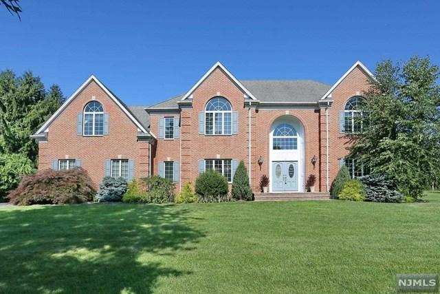 14 Blueberry Ct, Mahwah, NJ 07430