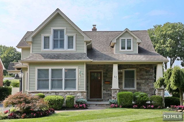 41 Forest Rd, Dumont, NJ 07628