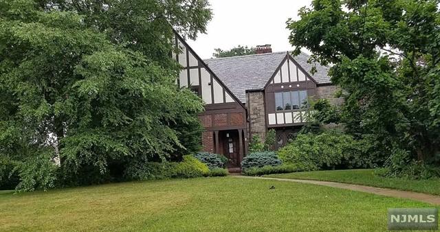 380 Maple Hill Dr, Hackensack, NJ 07601