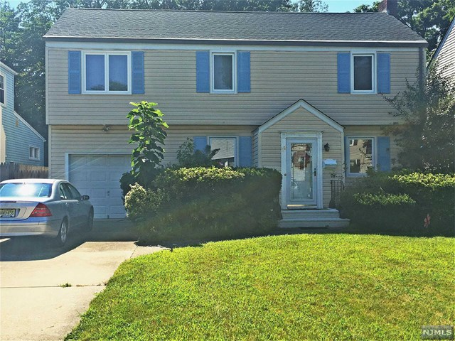 68 Lunn Ave, Bergenfield, NJ 07621