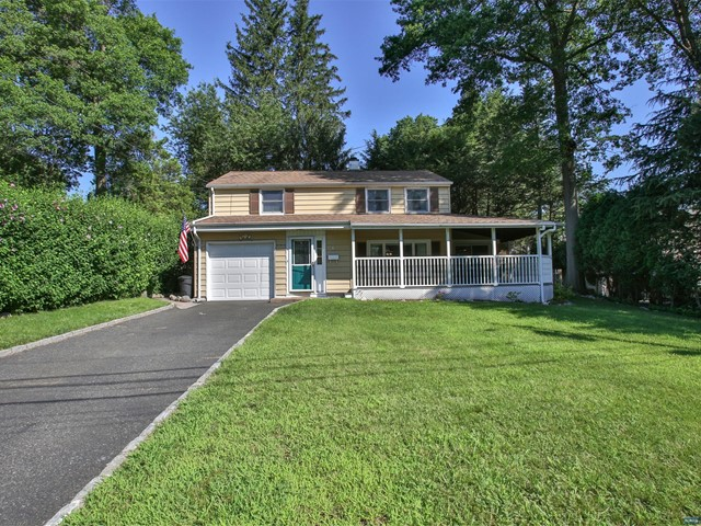 6 Macdonald Ct, Waldwick, NJ 07463