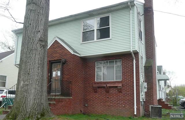 44 Rochelle Pkwy, Saddle Brook, NJ 07663