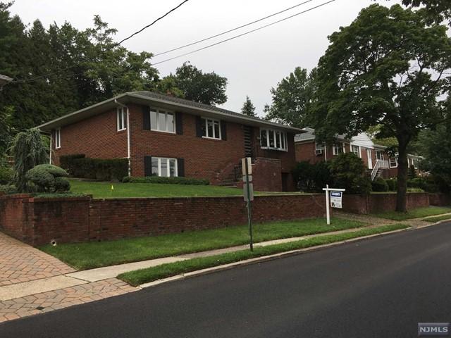 680 Oak St, Ridgefield, NJ 07657