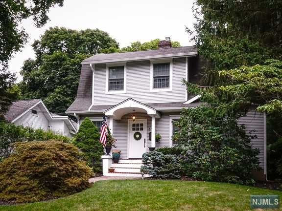 10 Whitman Pl, Hillsdale, NJ 07642
