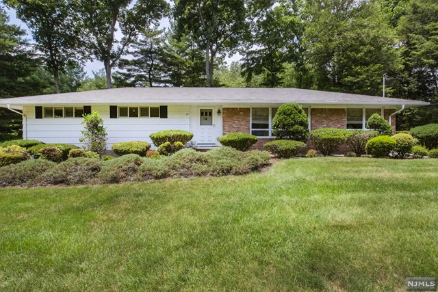 23 Marz Rd, Woodcliff Lake, NJ 07677