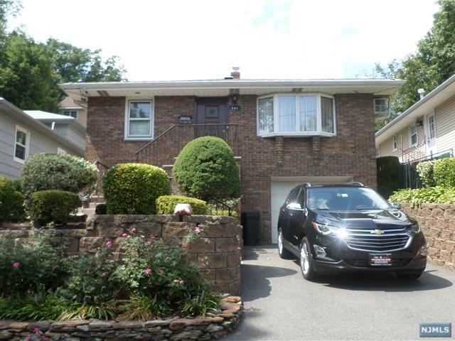 541 Liberty Pl, Ridgefield, NJ 07657