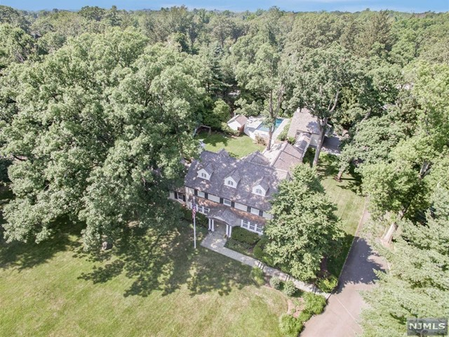 Single Family Home for Sale at 101 Oval Rd 101 Oval Rd Essex Fells, New Jersey 07021 United States