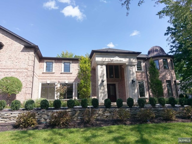 Single Family Home for Sale at 7 Roberts Road 7 Roberts Road Englewood Cliffs, New Jersey 07632 United States
