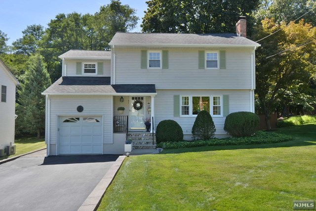 16 Eastview Ave, Mahwah, NJ 07430