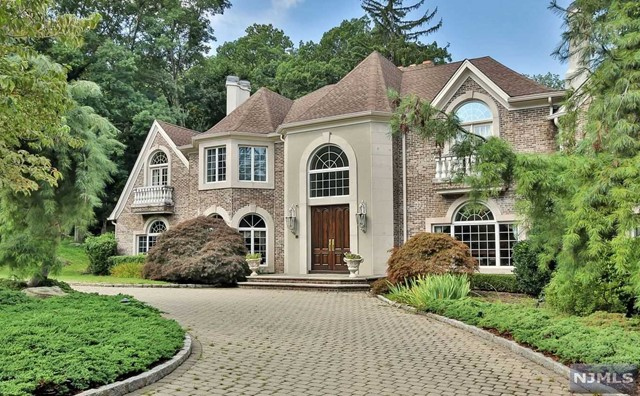 70 Georgian Ct, Mahwah, NJ 07430