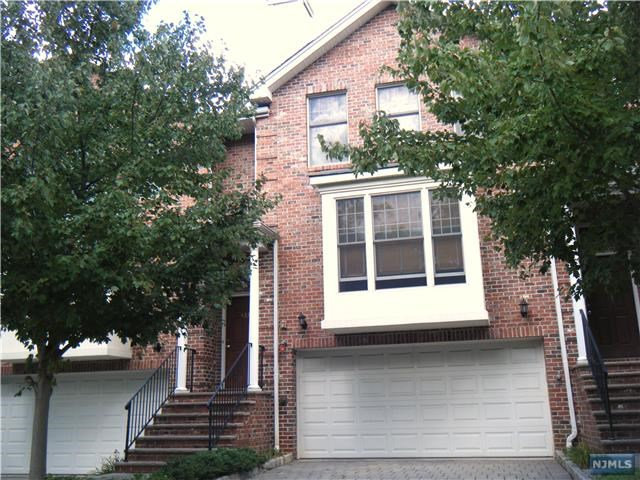 433 Fairview Ave, Fort Lee, NJ 07024