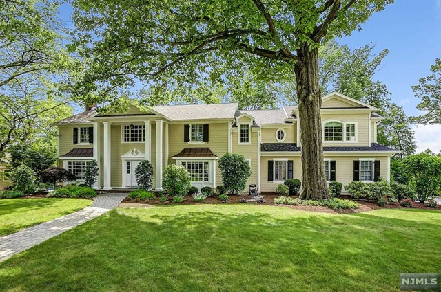 Single Family Home for Sale at 28 Far Brook Dr 28 Far Brook Dr Millburn, New Jersey 07078 United States