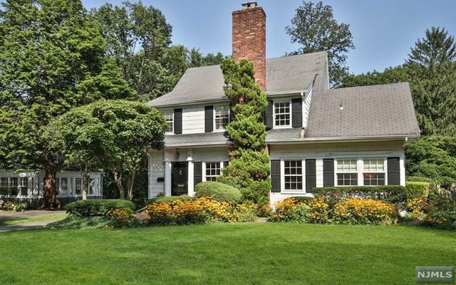 751 Hillcrest Rd, Ridgewood, NJ 07450