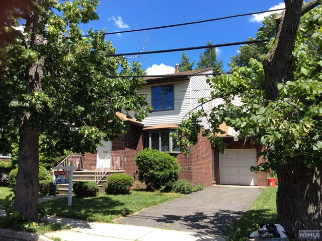 10 Edgewater Rd, Cliffside Park, NJ 07010