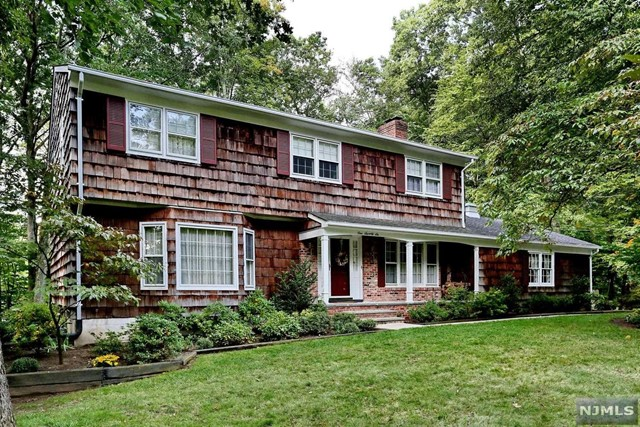 176 Deerfield Ter, Mahwah, NJ 07430