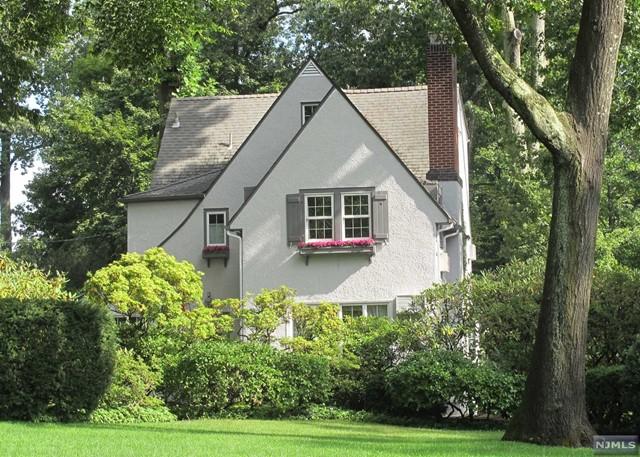 334 Grandview Cir, Ridgewood, NJ 07450