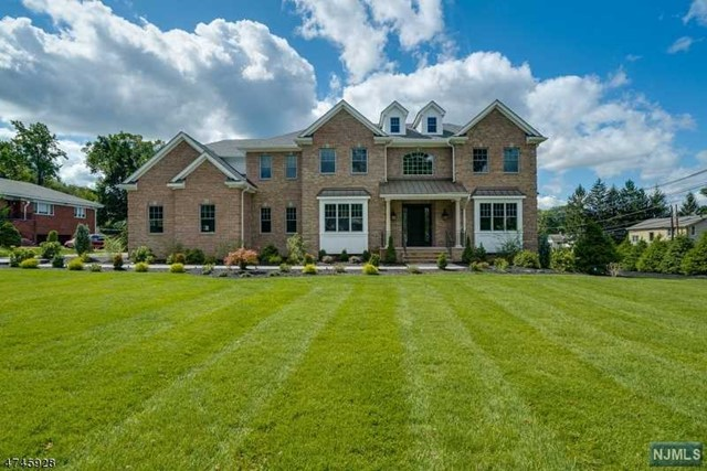 2 Allen Rd, North Caldwell, NJ 07006