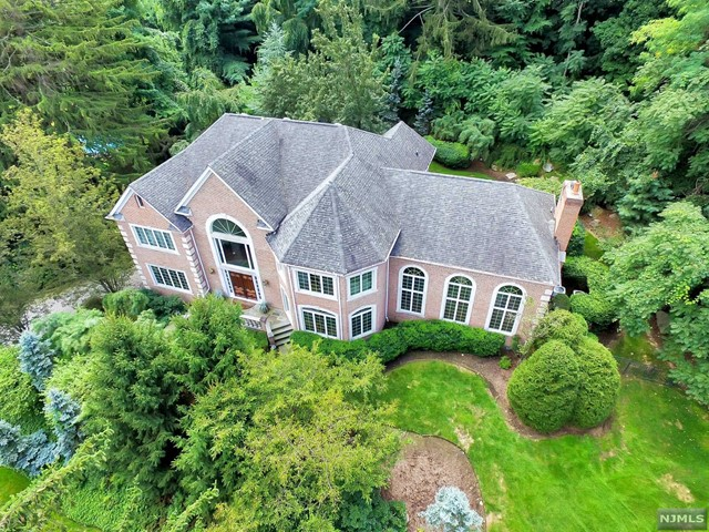 10 Crocker Mansion Dr, Mahwah, NJ 07430