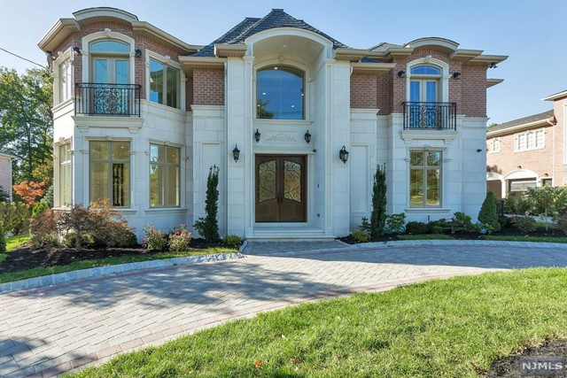Single Family Home for Sale at 30 Roberts Rd 30 Roberts Rd Englewood Cliffs, New Jersey 07632 United States