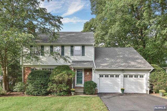 989 Hillcrest Rd, Ridgewood, NJ 07450
