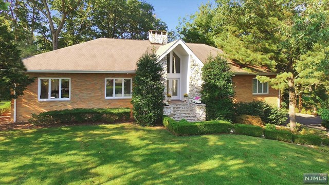 Single Family Home for Sale at 700 Jane Dr 700 Jane Dr Franklin Lakes, New Jersey,07417 United States