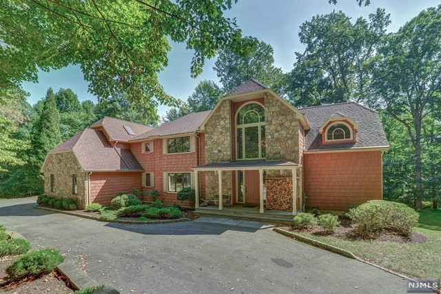 Single Family Home for Sale at 80 Bridle Path Ln 80 Bridle Path Ln Mahwah, New Jersey,07430 United States